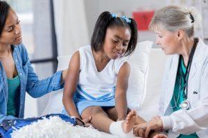 Viêm khớp trẻ em có nguy hiểm không, bệnh đáng lo ngại của thiếu niên