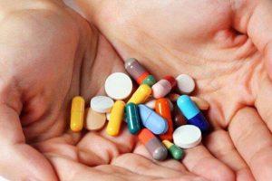 Có những cách nào điều trị viêm khớp dạng thấp huyết thanh dương tính?